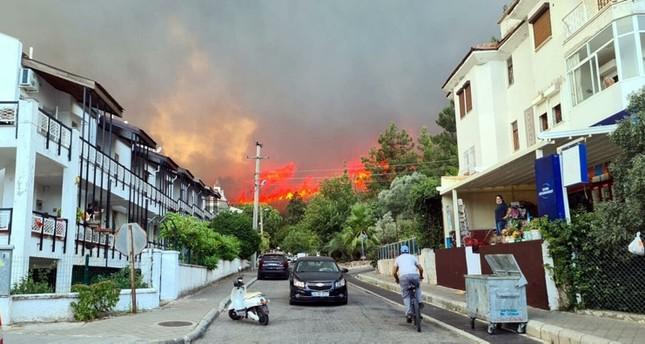 أردوغان يلغي برنامجه المقرر في مرعش ويتوجه لأنطاليا ومرمريس لتفقد الحرائق