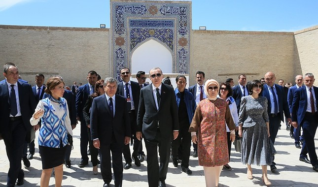 President Recep Tayyip Erdoğan and first lady Emine Erdoğan visit the tomb of Muhammad Baha'uddin Shah Naqshband in Bukara, Uzbekistan. (AA Photo)