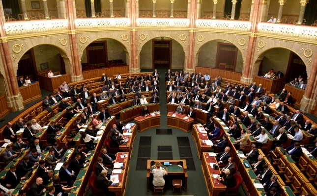 Members of the Hungarian government vote on the 'Stop Soros' package of bills that criminalises some help given to illegal immigrants, at the Parliament in Budapest, Hungary, June 20, 2018. (Reuters Photo)
