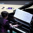 Turkish pianist gives emotional performance to commemorate Holocaust