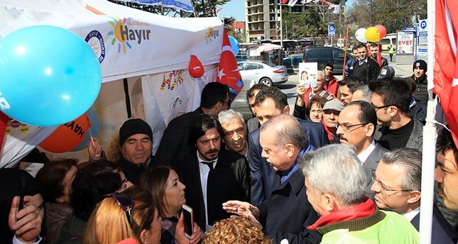 Erdoğan visits 'no' campaign tent in Istanbul