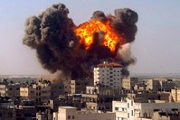 |Israelische Bombe schlägt im Gaza-Streifen ein (2009, EPA Archivbild)
