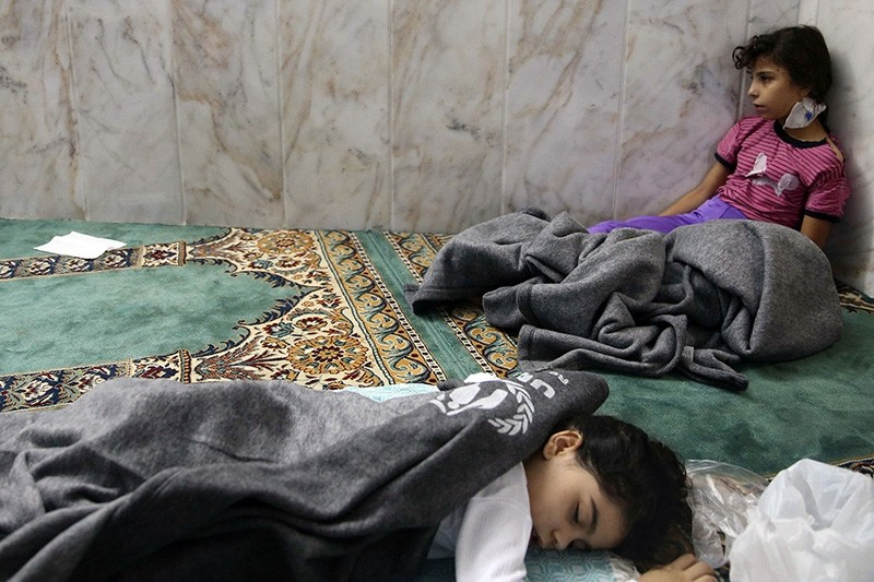 Girls who survived from what activists say is a gas attack rest inside a mosque in the Duma neighborhood of Damascus, Aug. 21, 2013. (Reuters Photo)
