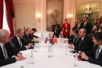 وزير الخارجية التركي مولود تشاوش أوغلو ونظيره الروسي لافروف خلال لقائهما على هامش مؤتمر ميونخ للامن 2020 رويترز