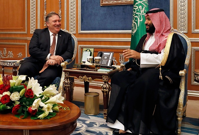 U.S. Secretary of State Mike Pompeo (L) meets with Saudi Crown Prince Mohammed bin Salman in Riyadh, on Oct. 16, 2018. (AFP Photo)