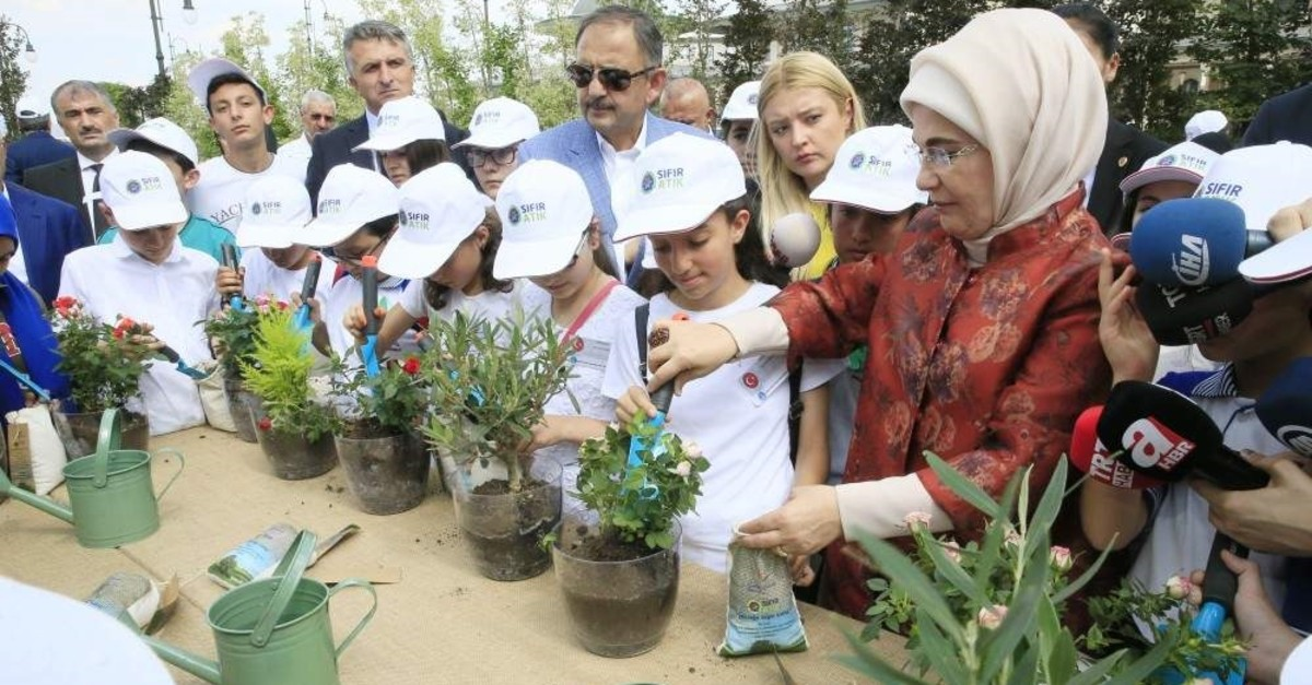 First lady Emine Erdo?an puts compost made of recycled material to plants at an event at the Presidential Complex, Ankara, June 5, 2018. (COURTESY OF TURKISH PRESIDENCY)