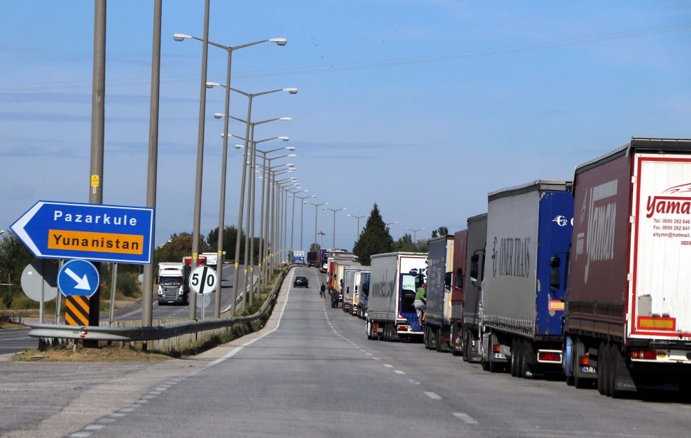 A view of Turkish trucks waiting at the Kapu0131kule border gate to carry export goods to Europe.