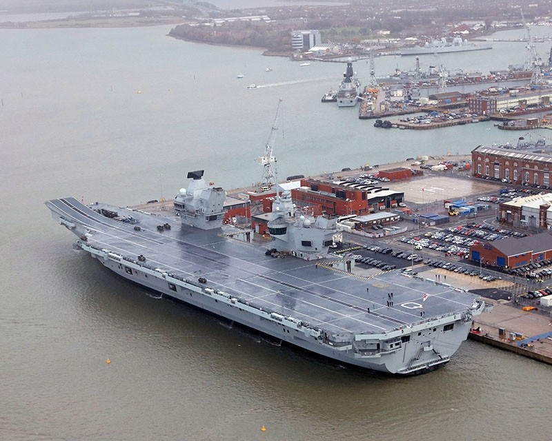 The Royal Navy's aircraft carrier HMS Queen Elizabeth is docked the day it was commissioned by Britain's Queen Elizabeth in Portsmouth, December 7, 2017. (Reuters Photo)