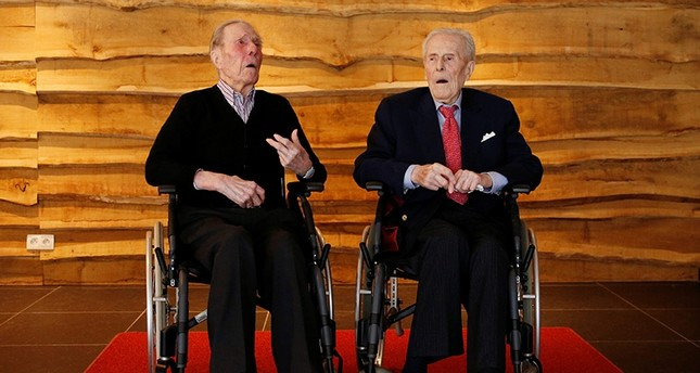 The world's oldest living twin brothers, Paulus (L) and Pieter Langerock from Belgium, now 104, pose at the Ter Venne retirement home in Sint-Martens-Latem, Belgium, July 4, 2016. (Reuters Photo)