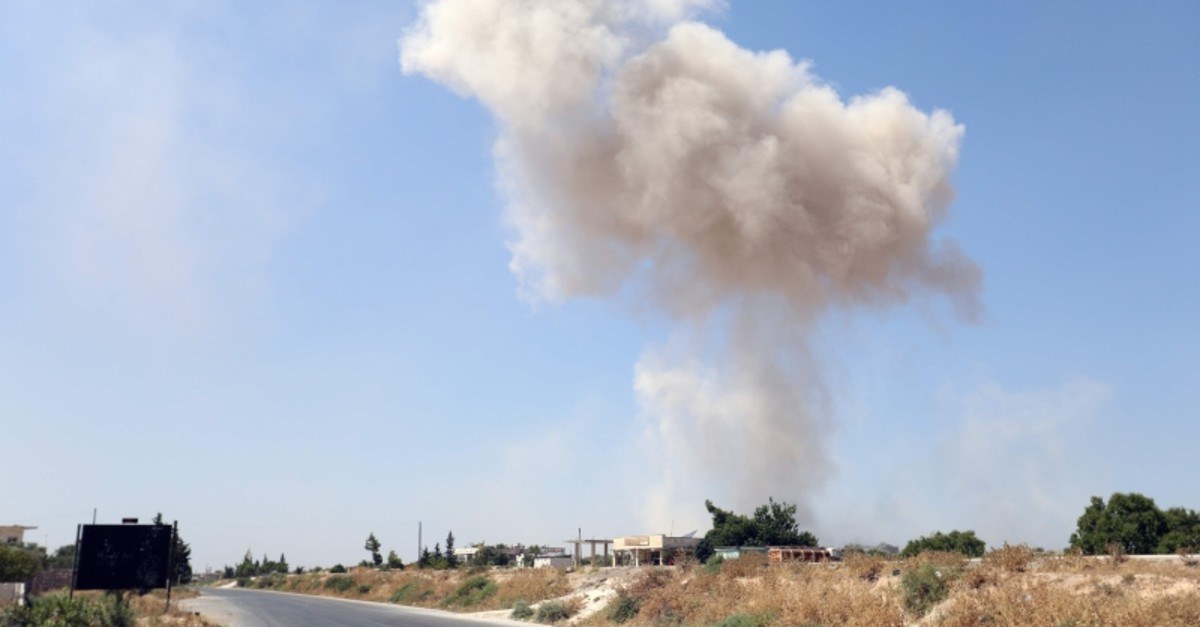 Smoke billows following a reported regime air strike on the eastern outskirts of Maaret al-Numan in Syria's northern province of Idlib on August 24, 2019. (AFP Photo)