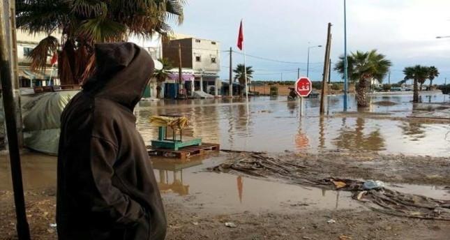 الفيضانات تجتاح مناطق شرقي تونس وتودي بحياة ثلاثة