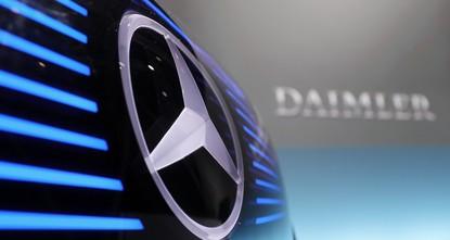 pDie Staatsanwaltschaft Stuttgart durchsucht wegen möglicher Diesel-Abgasmanipulation mehrere Standorte von Daimler.br / br / Die Durchsuchung stehe im Zusammenhang mit den Ermittlungen gegen...