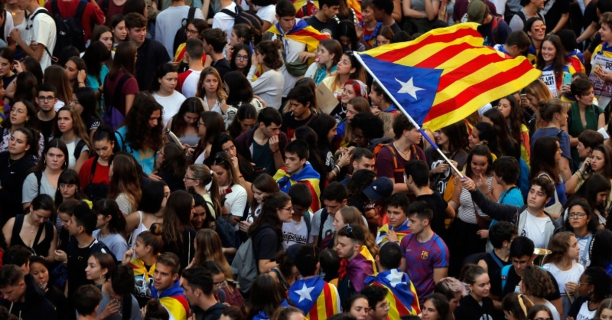 Students wave a Catalan pro-independence ,estelada, flag as they protest during a demonstration in front of the police headquarters in Barcelona, Oct. 17, 2019. (AFP Photo)