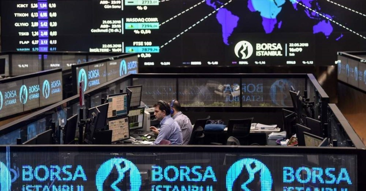 Traders work at their desks on the floor of Borsa Istanbul, May 22, 2018. (AFP Photo)