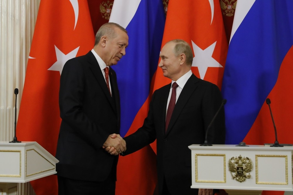 President Erdou011fan and Russian President Putin (R) shake hands during a news conference after their meeting at the Kremlin, Moscow, Jan. 23, 2019.