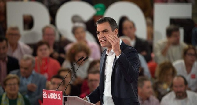 Spain's prime minister and candidate for the Spanish Socialist PSOE party, Pedro Sanchez, delivers a speech during a campaign rally, Torremolinos, Nov. 6, 2019. AFP Photo