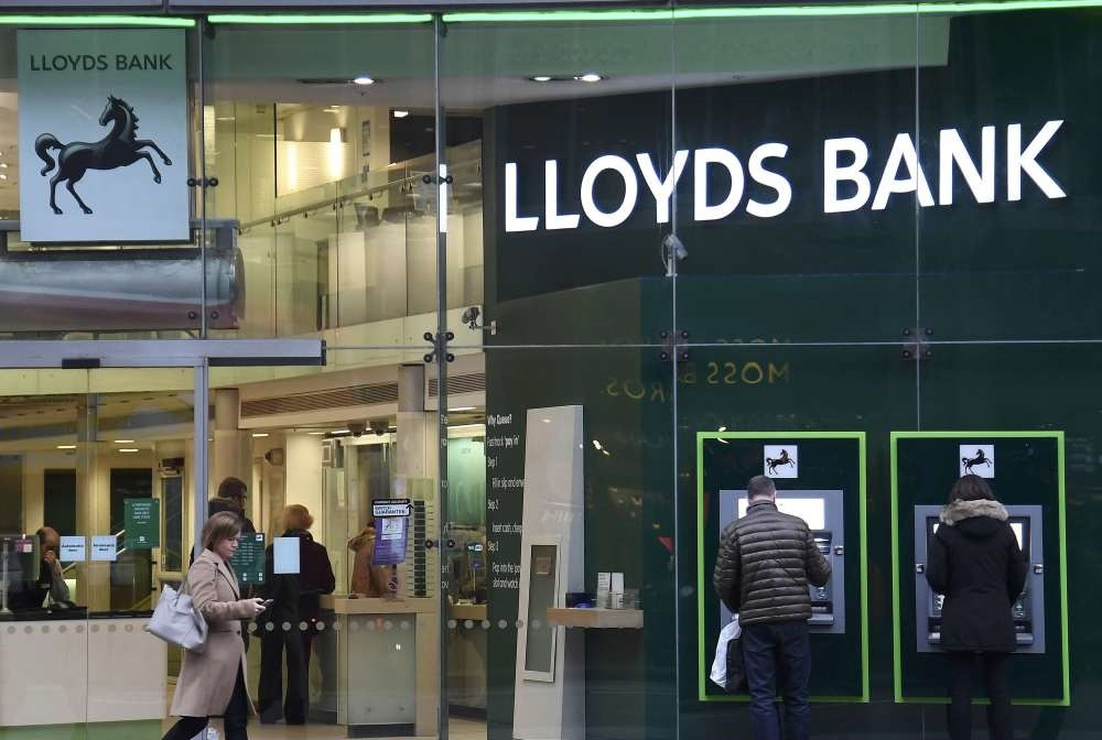 British Lloyds, trying to leave behind the overwhelming cost of insurance scandal, announced that its net profit surged more than four times to 2 billion pounds in 2016