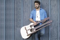 Exceptional acoustic guitarist in Turkey for first time