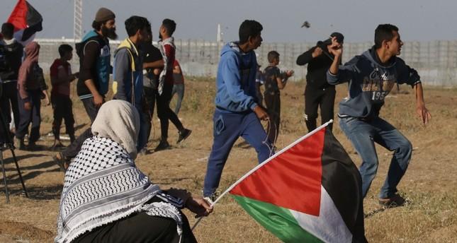 إسرائيل تعيد فتح معبري غزة بعد إغلاقهما إثر هجومها على القطاع