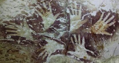 اكتشاف لوحات صخرية تعود لـ40 ألف عام داخل كهف شرقي إندونيسيا