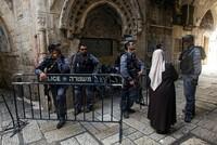 Palästinas Religionsminister Yousef Adeis sagte am Sonntag, dass Israel im Jahr 2017 mehr als 1000 registriere Übergriffe gegen Moscheen und Kirchen begangen habe.  Die Verstöße seien...
