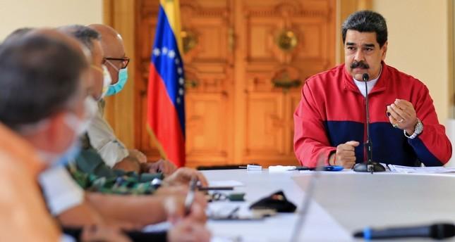 الرئيس الفنزويلي نيكولاس مادورو في ظهور إعلامي للحديث عن فيروس كورونا أسوشييتد برس