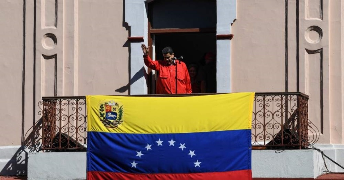 Venezuelan President Nicolas Maduro waves from a balcony at the Miraflores Palace to a crowd of supporters during the International Anti-imperialist March, Caracas, Jan. 23, 2020. (AFP Photo)