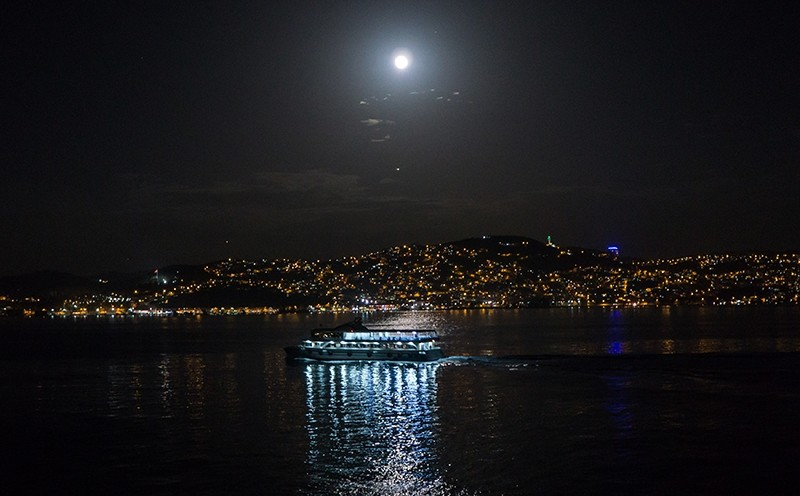 Last supermoon of 2017 shines over the skies of Istanbul