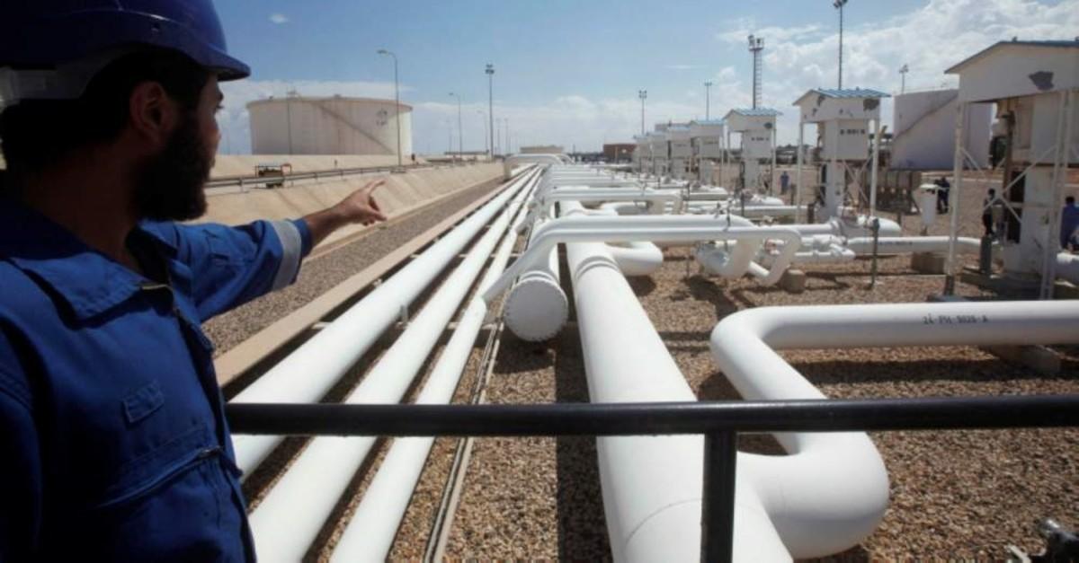 A worker gestures toward pipelines at the Zawiya Refinery in Libya, Aug. 22, 2013. (Reuters Photo)