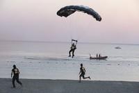 Hayko Cepkin parachutes into Zeytinli Rock Festival
