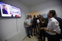 أعضاء من حملة المرشح الرئاسي نبيل القروي أثناء متابعة نتائج الانتخابات (وكالة الأناضول)