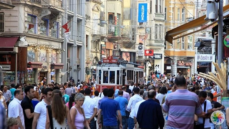 Passengers walk down the Istiklal Avenue, Istanbul. (File Photo)