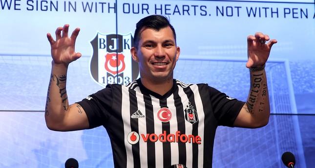 بشيكطاش التركي يقدم مدافعه التشيلي ميدل للإعلام