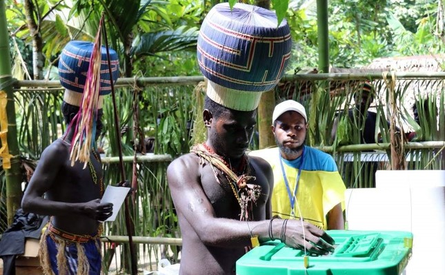 Young Upe men cast their votes in the Bougainville Referendum at the men's only polling station, Teau, Bougainville. AFP Photo