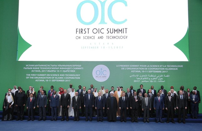 Leaders and representatives of the Organization of Islamic Cooperation (OIC) member states pose for a group photo during the Kazakhstan Summit summit, in Astana, Kazakhstan Sept. 10, 2017. (Miraflores Palace via Reuters)