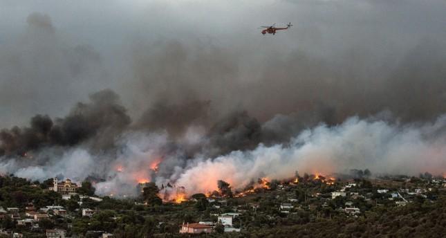 مسؤول يوناني: أعمال إجرامية وراء اندلاع الحرائق قرب أثينا