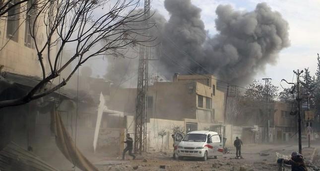 حصار النظام للغوطة وقصفه لم يتوقف (من الأرشيف)