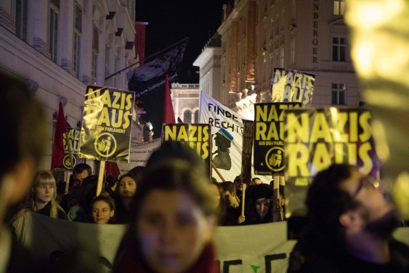 Demonstrators protest against Austriau2019s far-right Freedom Party (FPO) in Vienna on October 15, 2017. (AFP Photo)