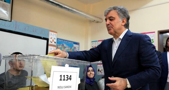 عبد الله غول يهاتف أردوغان ويهنئه بالفوز في الانتخابات