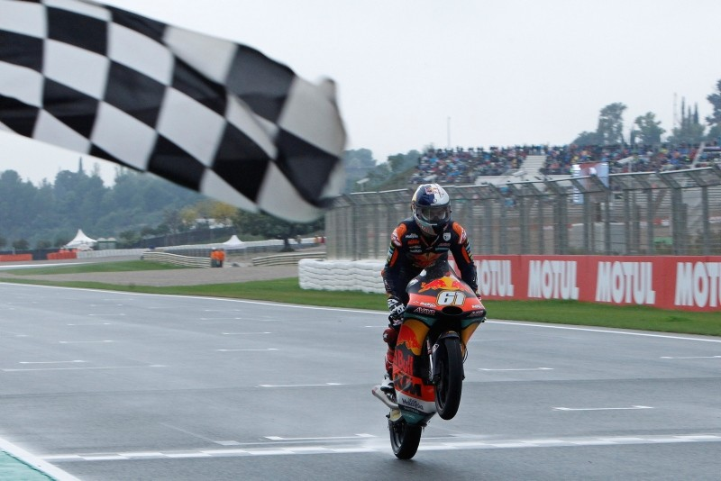 Moto3 KTM rider Can u00d6ncu00fc of Turkey crosses the finish line to win during the Motorcycle Grand Prix at the Ricardo Tormo circuit in Cheste near Valencia, Spain, Sunday, Nov. 18, 2018. (AP Photo)