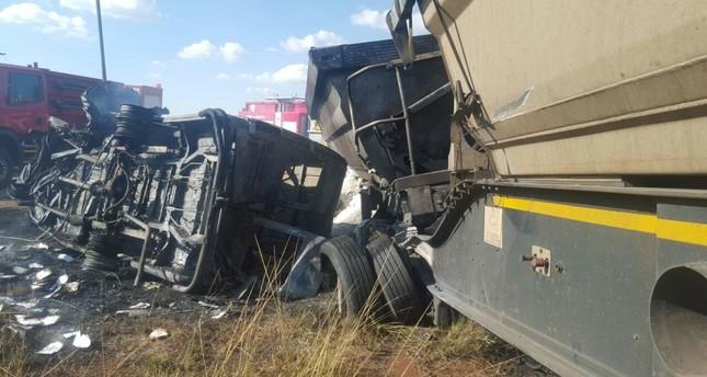 The burnt out remains of a bus crash that left 20 school children dead near Pretoria, South Africa, 21 April 2017. (EPA Photo)