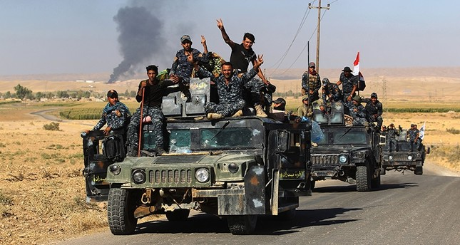 Iraqi government forces gesturing as they enter the Havana oil field, west of the multi-ethnic northern city of Kirkuk, Iraq, Oct. 17, 2017. (AFP Photo)