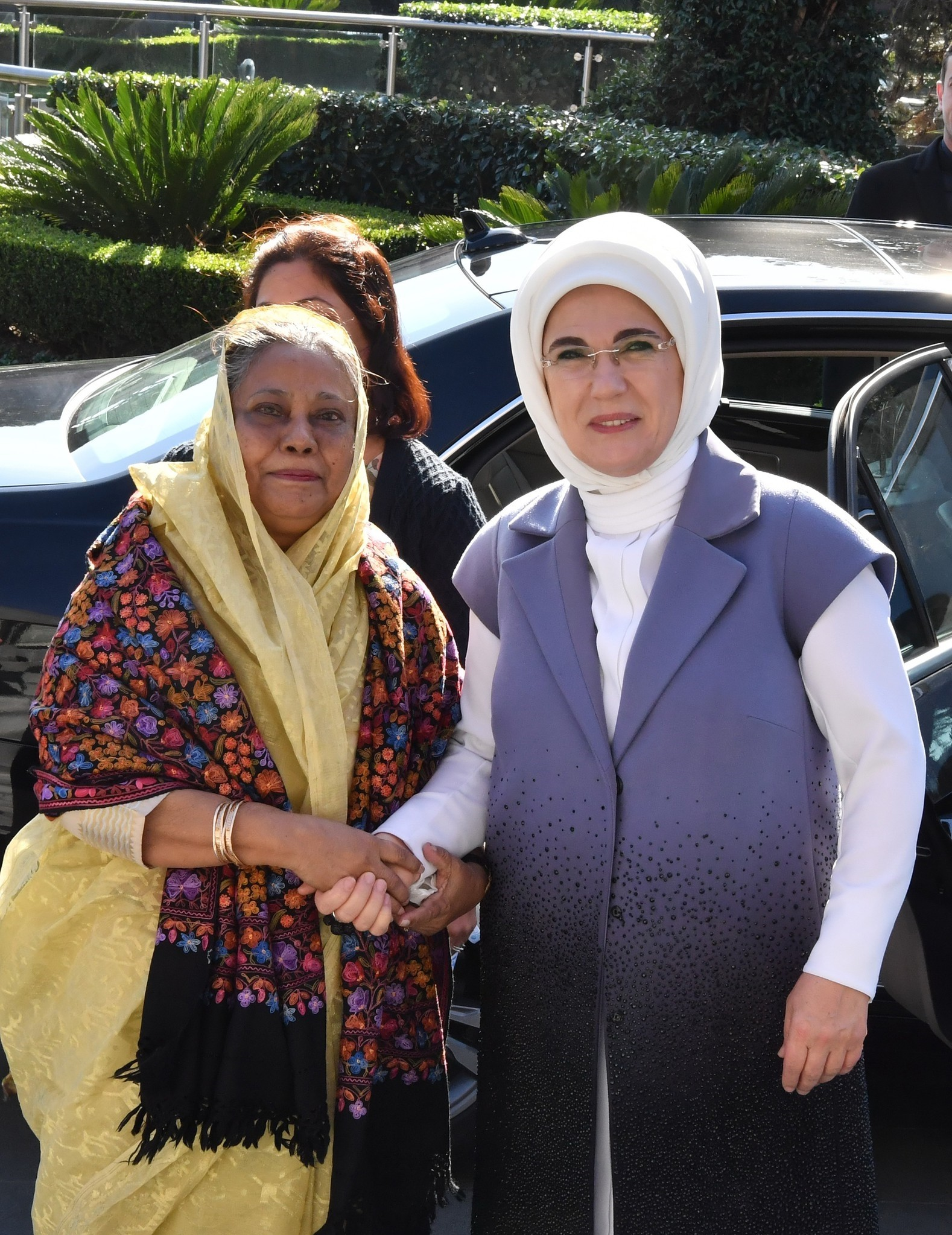 First lady hosts luncheon for wives of OIC leaders in Istanbul