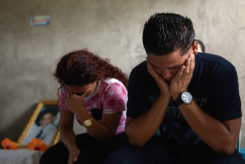 A couple mourns during the funeral of 21-year-old Bryan Picado, who died during clashes with members of Nicaragua's Special Forces in the Sandino neighborhood in Jinotega on July 24, 2018. (AFP Photo)