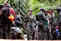 Ex-Thai Navy Seal dies from lack of oxygen in cave rescue mission