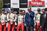 Erdoğan presents cup to WRC Rally Turkey champ Tanak