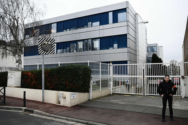 A security personnel stands in front of the French far-right Front National (FN) headquarter in Nanterre on Feb. 20, 2017 during a search of the party's offices as part of a case of misusing public funds. (AFP Photo)