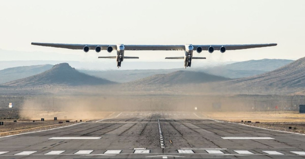 The world's largest airplane, built by the late Paul Allen's company Stratolaunch Systems, makes its first test flight in Mojave, California, U.S. April 12, 2019. (AFP Photo)