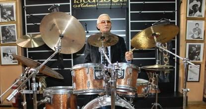 World stars play instruments made in Turkey