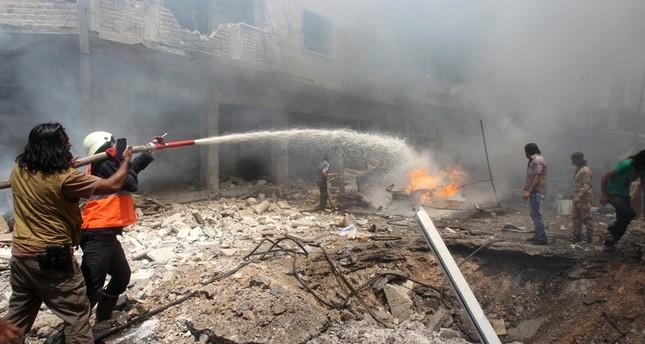 غارات جوية على سوق شعبي بإدلب توقع 21 قتيلا بينهم أطفال